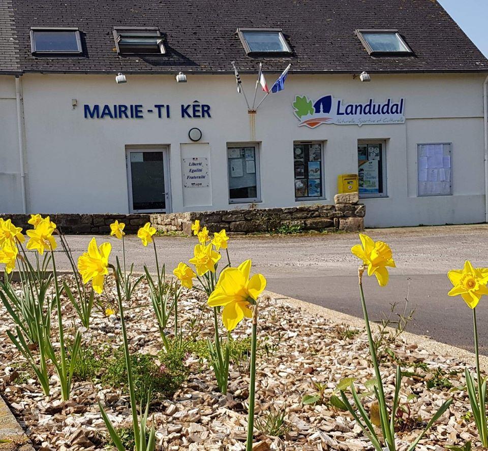 Mairie de Landudal.